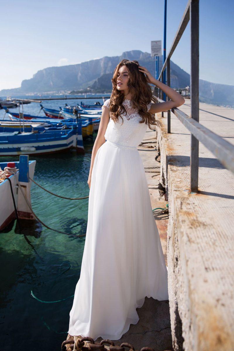 Шифоновое свадебное платье с прямым силуэтом