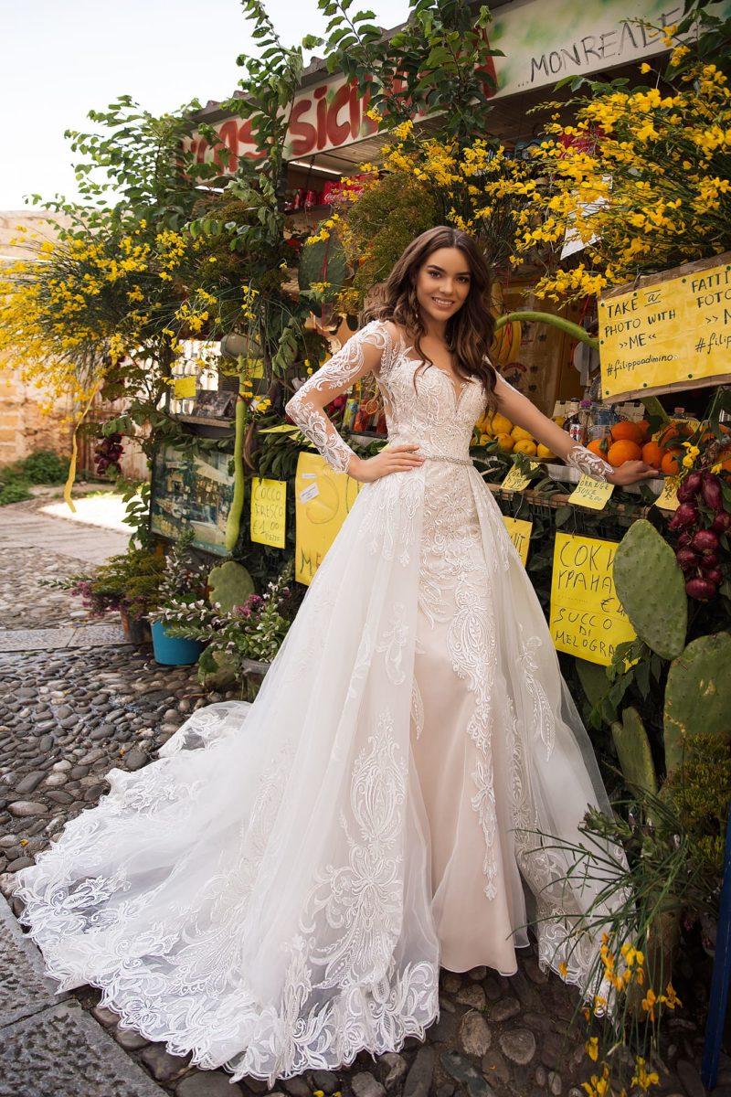 Платье-трансформер со шлейфом и длинными рукавами