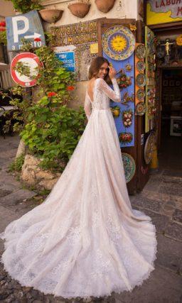 Кружевное свадебное платье с закрытым ажурным верхом