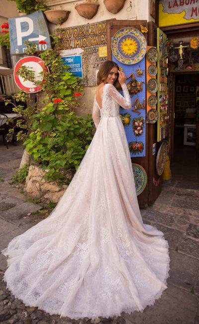 Кружевное свадебное платье с ажурным верхом
