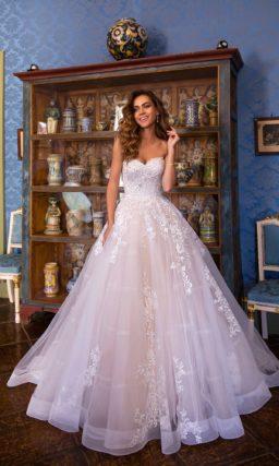 Романтическое свадебное платье с приталенным силуэтом