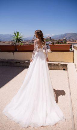 Свадебное платье с закрытым верхом из кружева