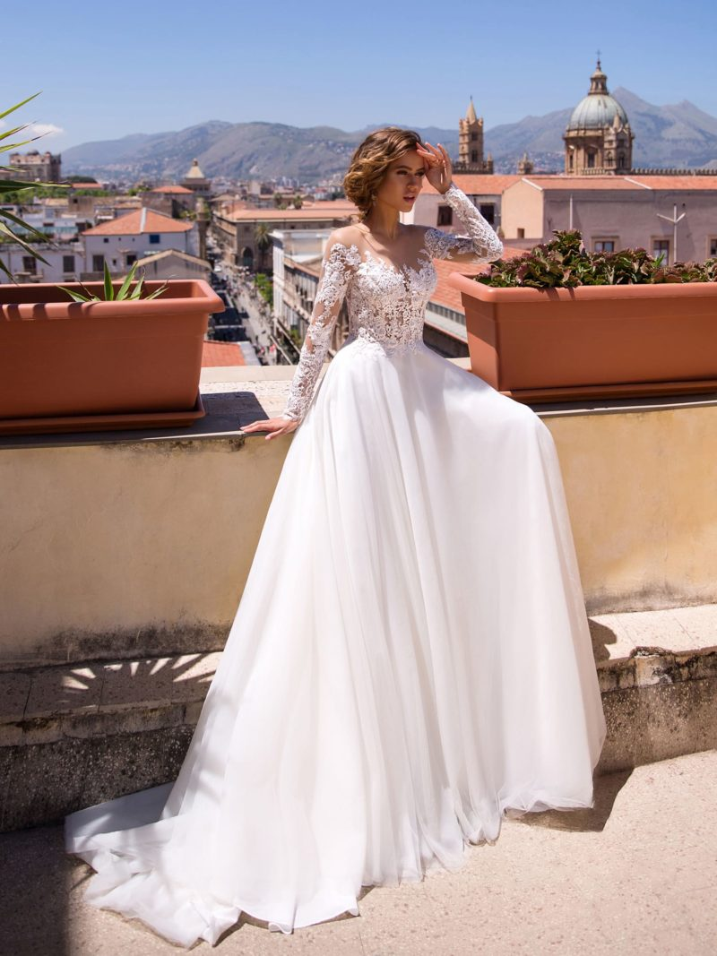 Платье с закрытым верхом из кружева