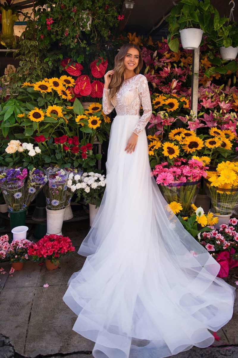 Сдержанное свадебное платье