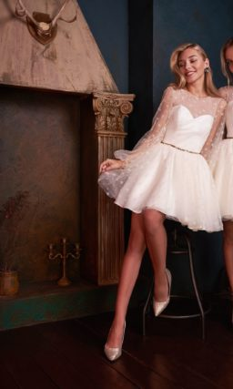 Коктейльное платье молочного оттенка