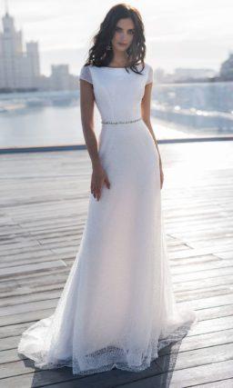 Сдержанное свадебное платье с прямым силуэтом