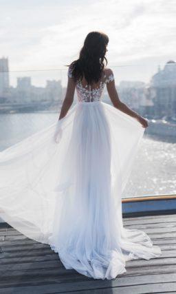 Нежное свадебное платье с заниженной линией плеч