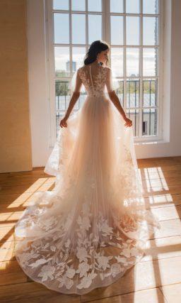 Романтическое свадебное платье с рукавами-колоколами