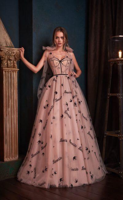 платье пудрового оттенка