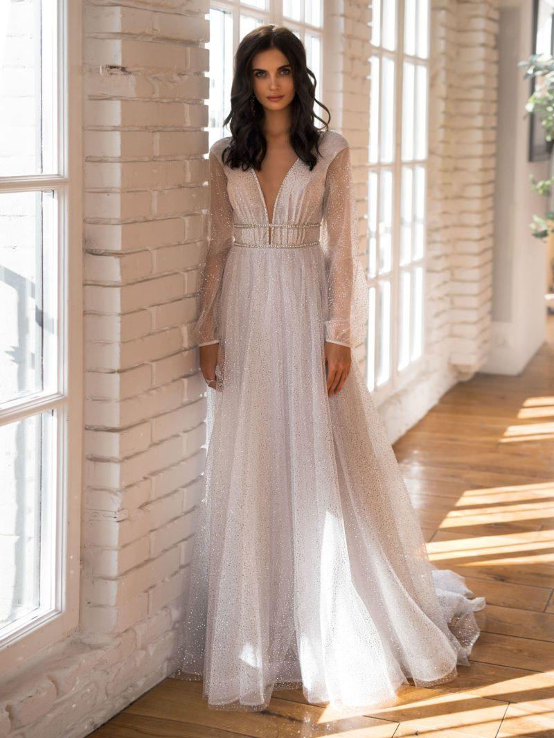 Уникальное свадебное платье с  стразами по всей длине