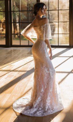 Платье русалка с портретным декольте