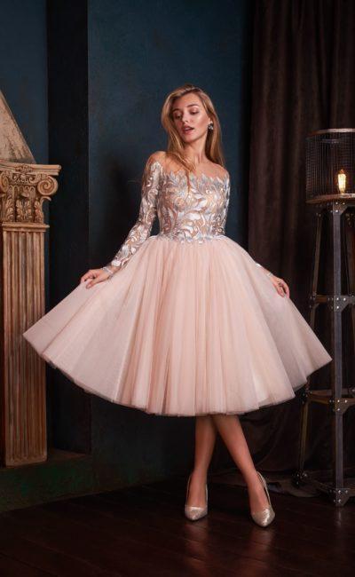 Платье короткое с красивым кружевным верхом
