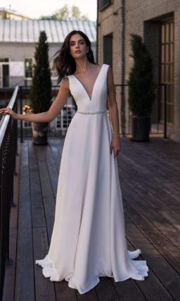 Простое свадебное платье с приталенным силуэтом