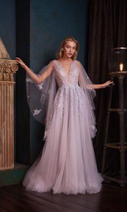 Нежное вечернее платье едва уловимого сиреневого оттенка