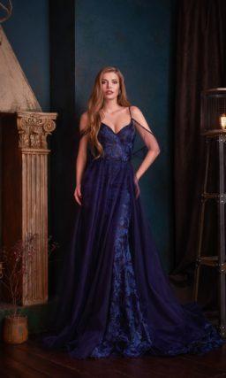 Вечернее платье в синем оттенке с «русалочьим» силуэтом
