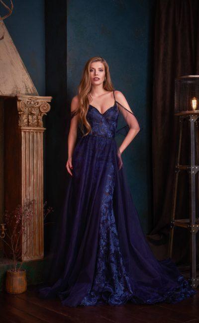 платье в синем оттенке