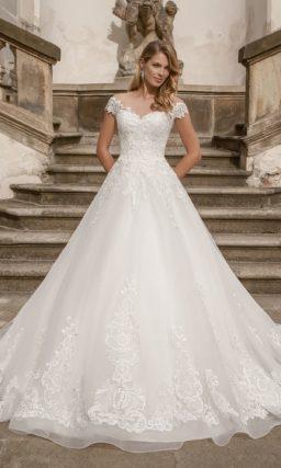 Свадебное платье с прозрачной вставкой