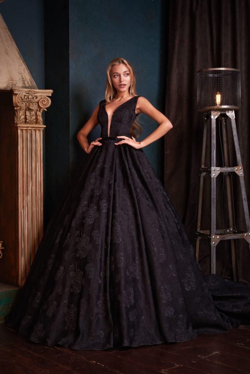 Бальное вечернее платье черного цвета
