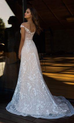 Прямое свадебное платье с закрытым верхом