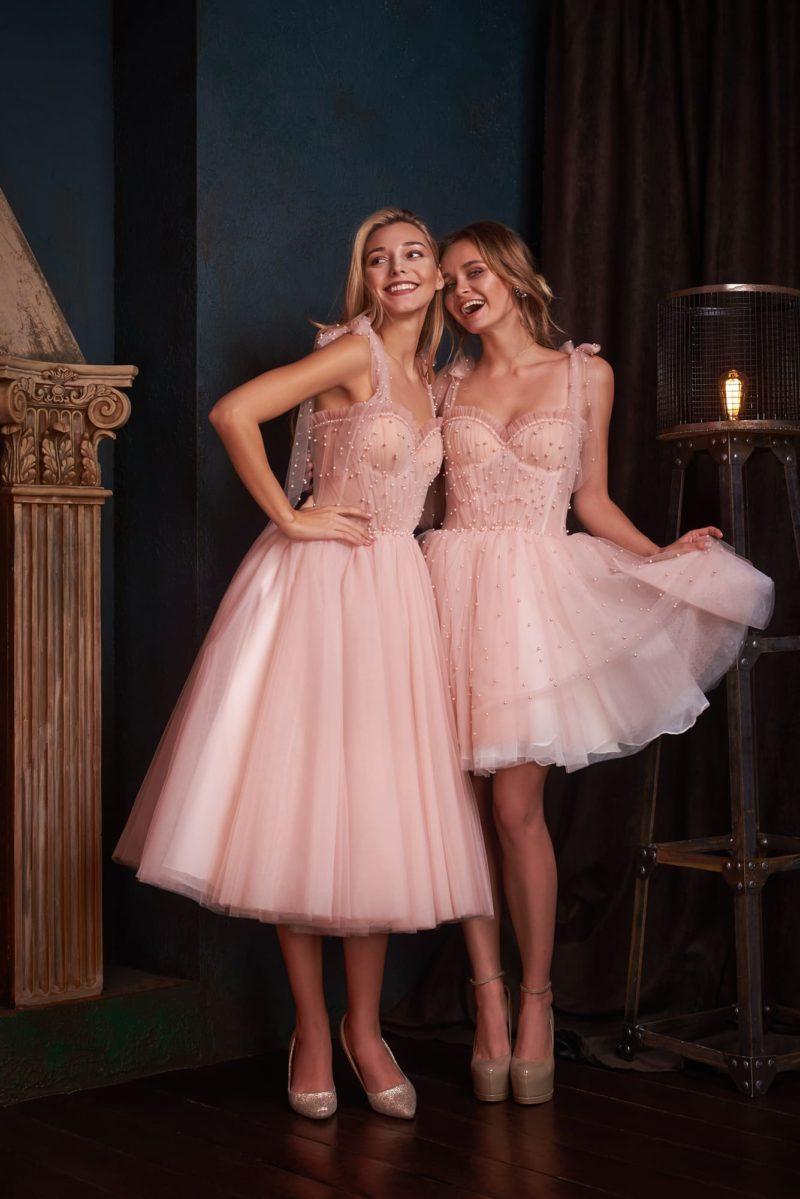 Вечернее платье романтичного розового оттенка с длиной миди