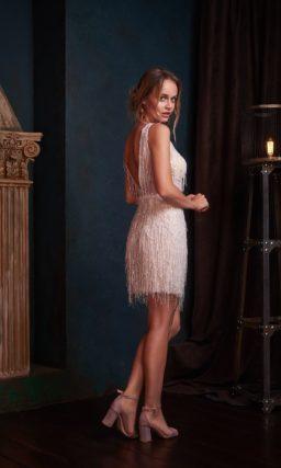 Светлое вечернее мини платье для стильной девушки
