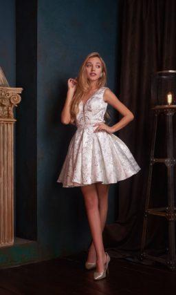 Жемчужно-серебристое коктейльное платье с пышной короткой юбкой