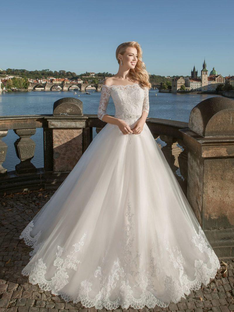 Классическое свадебное платье с кружевным верхом