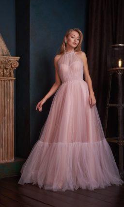 Светло-розовое вечернее платье