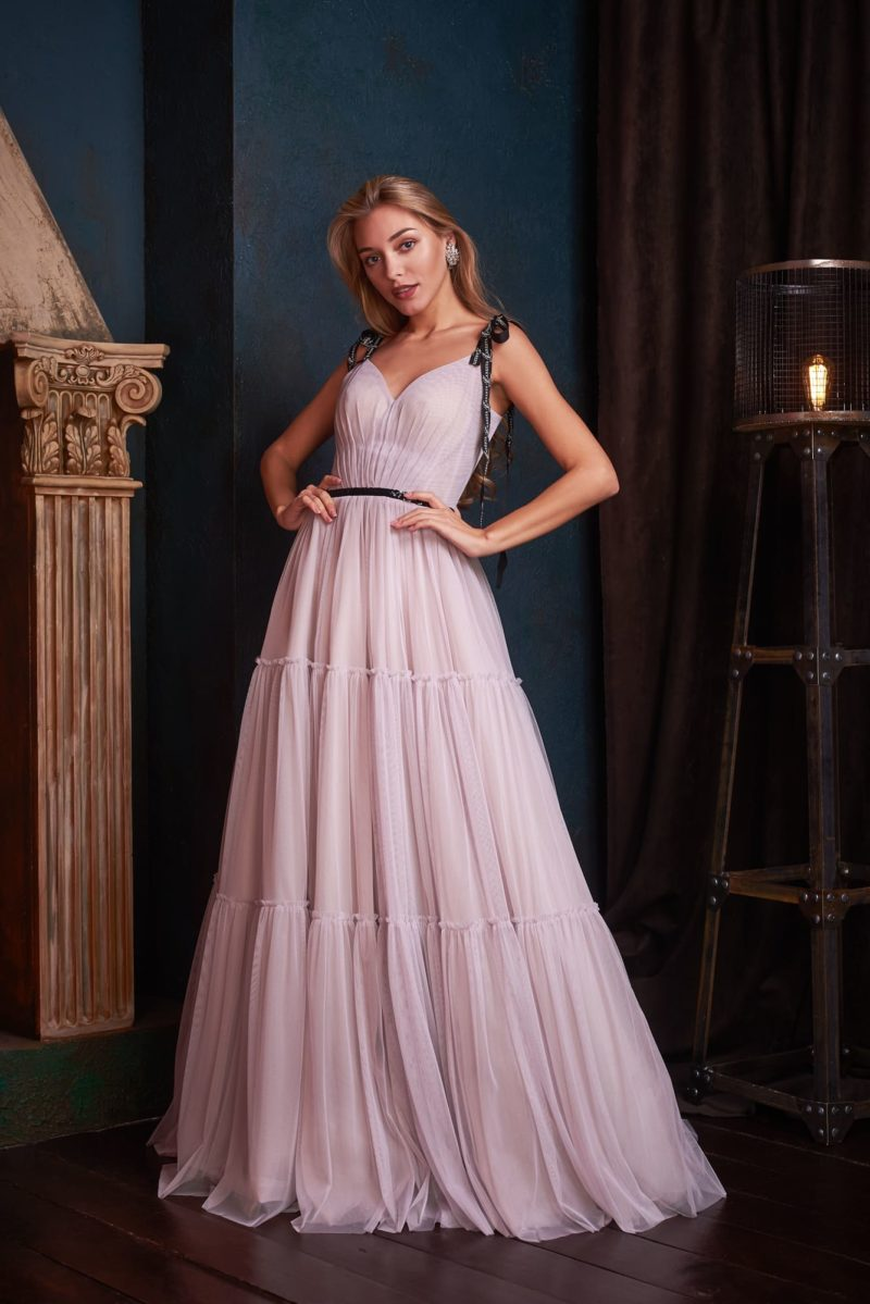 Легкое вечернее платье розовато-лилового оттенка