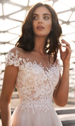 Пышное свадебное платье с   корсетом из гипюра