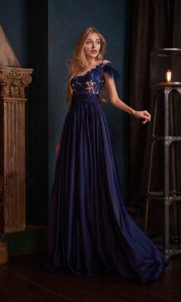 Вечернее платье глубокого темно-синего цвета