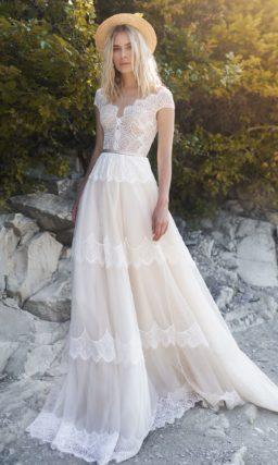 Свадебное платье с гипюровым корсетом