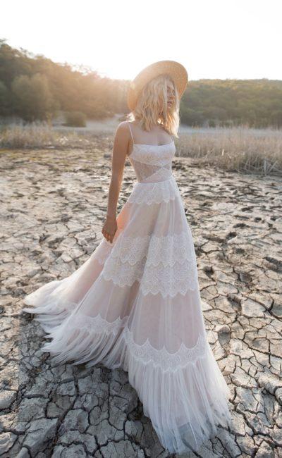 Пудровое свадебное платье «бохо-шик»