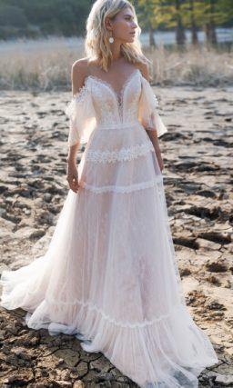 Изысканное свадебное платье со шлейфом