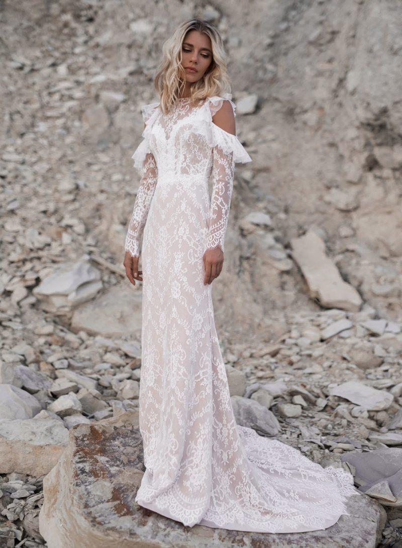 Свадебное платье с длинными кружевными рукавами