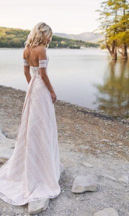 Кружевное свадебное платье с открытым верхом