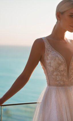Розовое свадебное платье с многослойной юбкой