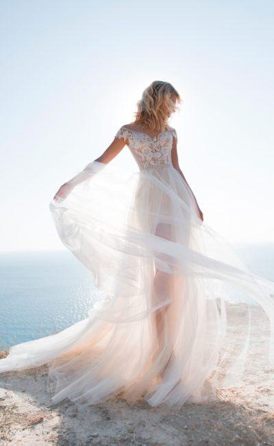 Короткое платье с легким съемным шлейфом