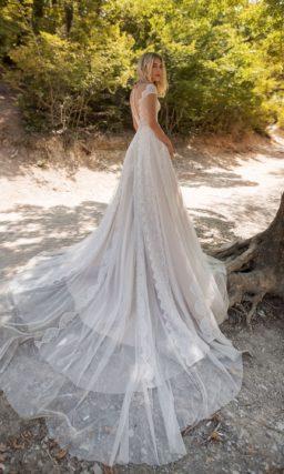 Ажурное свадебное платье с гипюровым корсетом