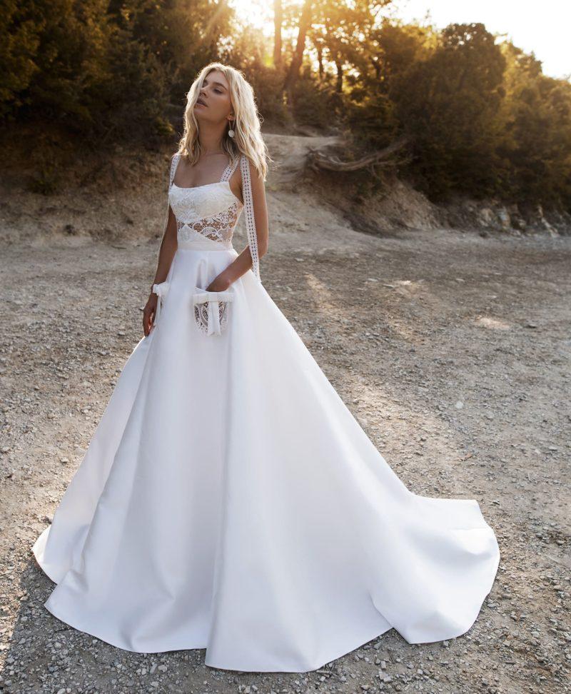 Свадебное платье с оригинальным корсетом