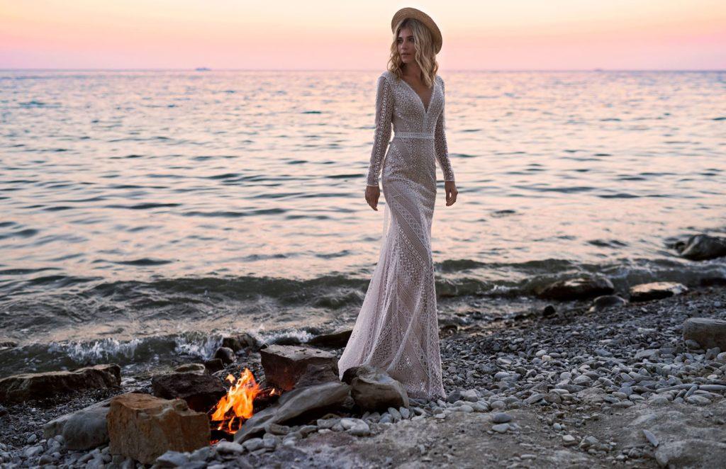 Кружевное свадебное платье с длинным рукавом