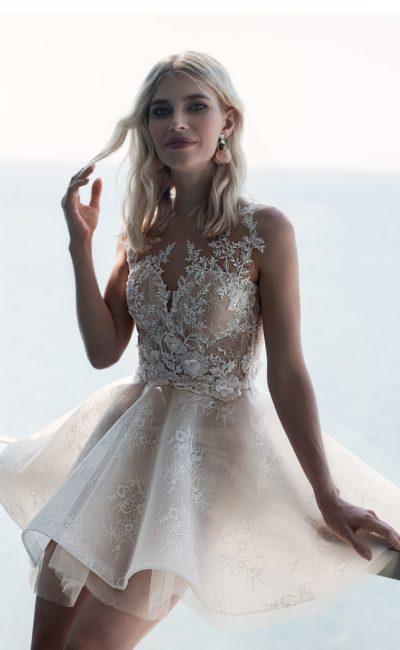 Платье с короткой пышной юбкой