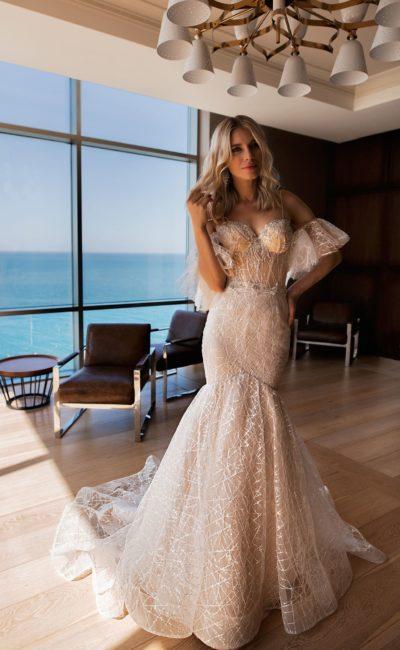 Платье с заниженной линией талии