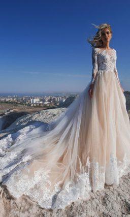 Платье с кружевным закрытым верхом