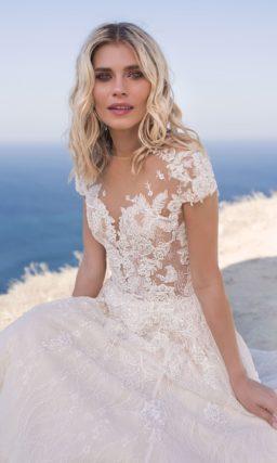 Легкое свадебное платье с закрытым верхом