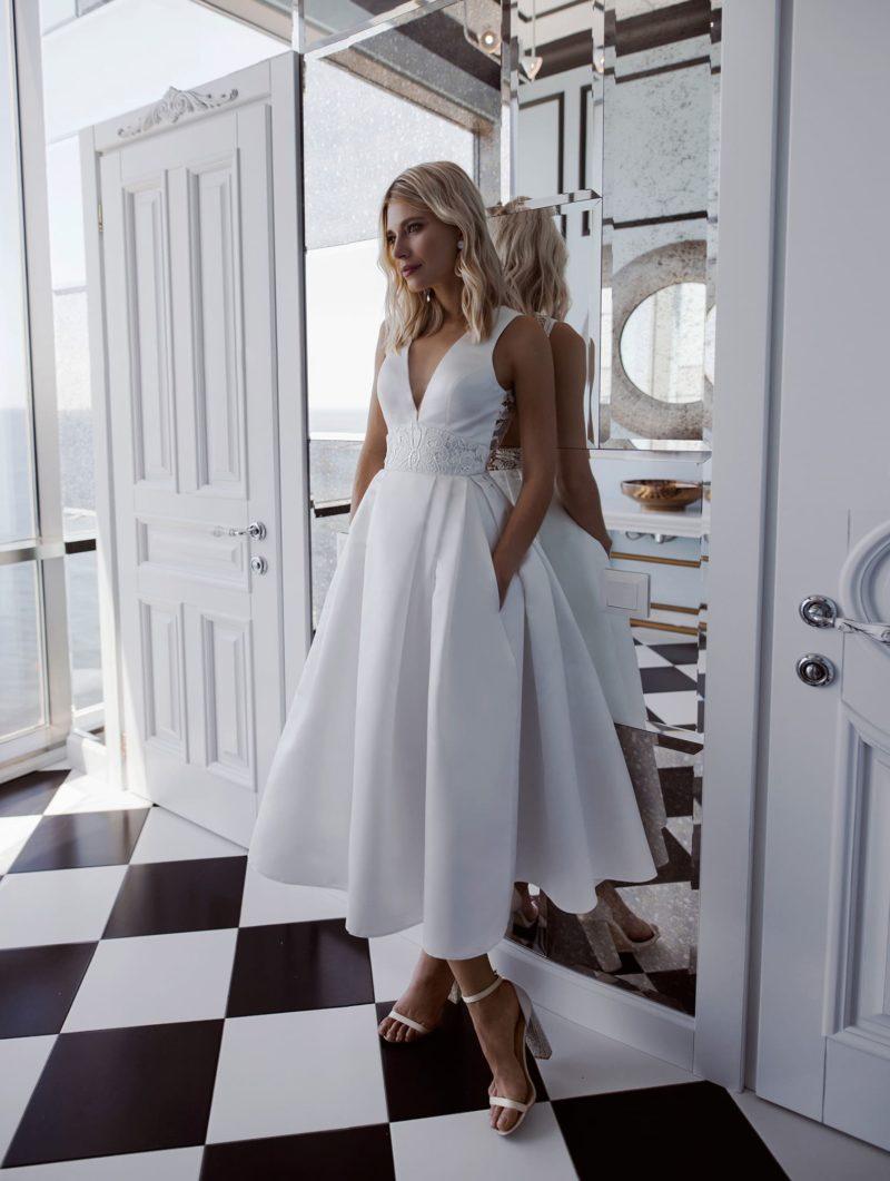 Атласное свадебное миди платье