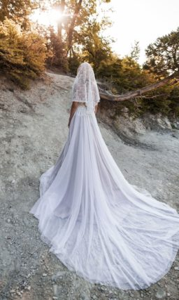 Свадебное платье с накидкой и гипюровым корсетом