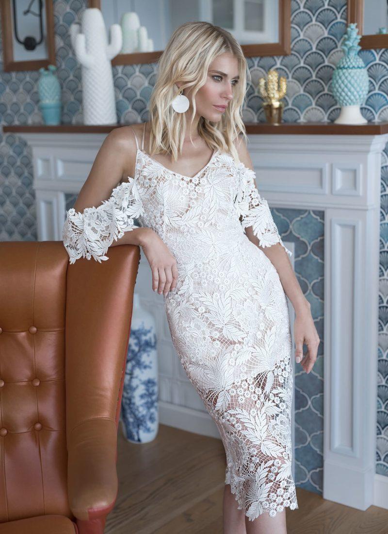 Кружевное короткое «вязаное» платье