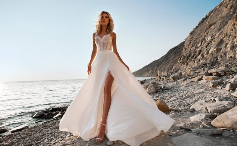 Шифоновое свадебное платье с кружевным корсетом
