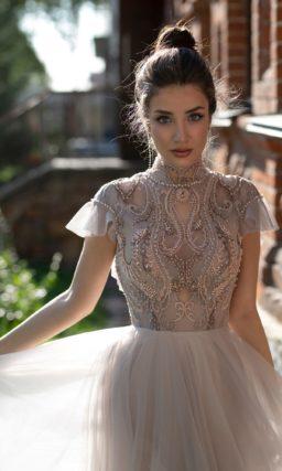 платье в оттенке капучино